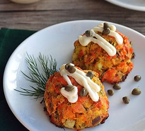 Guest Post by Sharon Bishop – Paleo Springtime Salmon Cakes