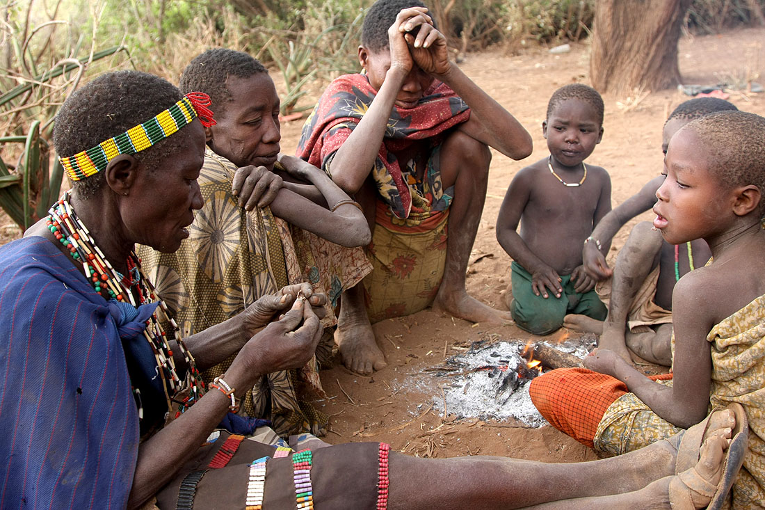 the hadza a hunting and gathering The hadza and kaguru oftanzania: gender roles and privileges at two subsistence levels  according to their hunting and gathering strategies  as to the actual subsistence ofthe hadza, gathering is a very important aspect oftheir life in nutritional terms well over 80% oftheir diet consists ofplant materials taken from the.